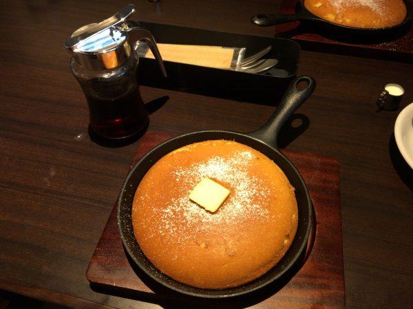 梟書茶房の名物のパンケーキ