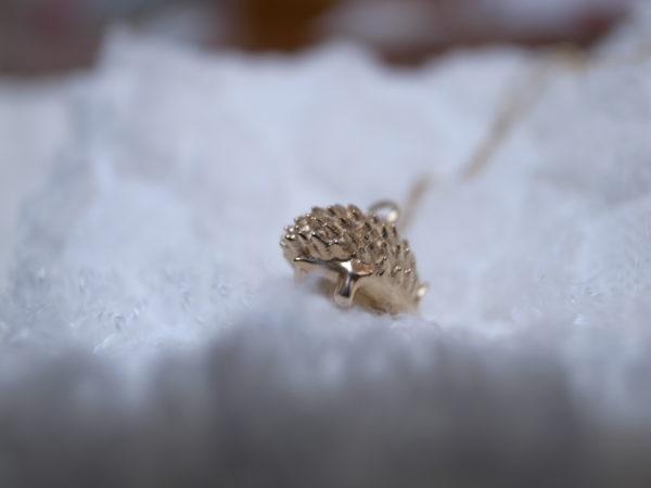 ハリネズミのネックレス 尻尾